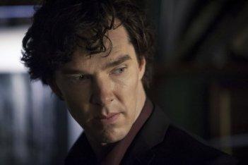 Benedict Cumberbatch in una scena della terza stagione della serie TV Sherlock