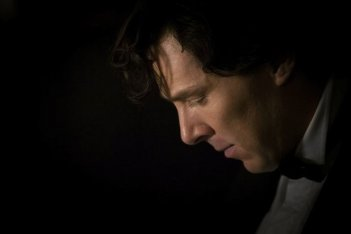 Benedict Cumberbatch in una scena della terza stagione di Sherlock