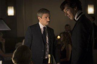 Martin Freeman e Benedict Cumberbatch in un'immagine della terza stagione della serie TV Sherlock