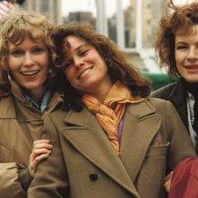 Mia Farrow, Barbara Hershey e Dianne Wiest in una scena di Hannah e le sue sorelle