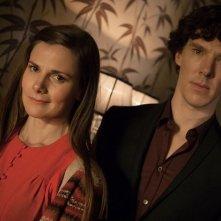 Sherlock: Benedict Cumberbatch e Louise Brealey in un'immagine della stagione 3