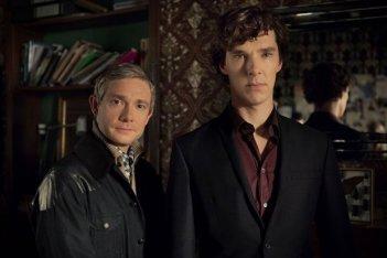Sherlock: Martin Freeman con Benedict Cumberbatch in un'immagine della stagione 3