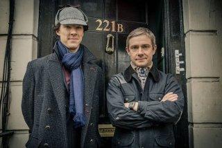 Sherlock: Martin Freeman insieme a Benedict Cumberbatch in un'immagine della stagione 3