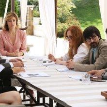Il capitale umano: Valeria Bruni Tedeschi in una scena di gruppo
