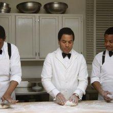 The Butler - Un maggiordomo alla Casa Bianca: Cuba Gooding Jr. con Forest Whitaker e Lenny Kravitz in una scena del film