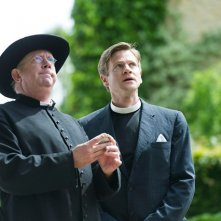 Padre Brown: Mark Williams in una scena della serie BBC