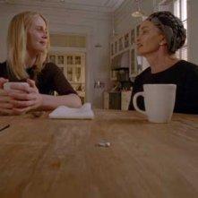 American Horror Story: Jessica Lange e Sarah Paulson in una scena dell'episodio The Sacred Taking della terza stagione