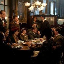 C'era una volta a New York: Marion Cotillard in una scena di gruppo tratta dal film