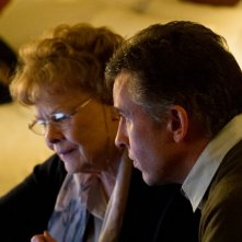 Philomena: Judi Dench e Steve Coogan alla ricerca della verità in un momento del film