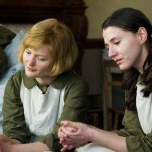 Philomena: Sophie Kennedy Clark insieme a Charlie Murphy in una scena di flashback del film
