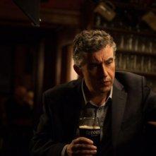 Philomena: Steve Coogan riflette bevendo una Guinness in una scena del film