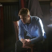 The Vampire Diaries: Shaun Sipos in una scena dell'episodio The Cell