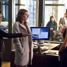 Arrow: Bex Taylor-Klaus, Willa Holland e Katie Cassidy in una scena dell'episodio Three Ghosts