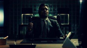 Arrow: Manu Bennett in una scena dell'episodio Three Ghosts