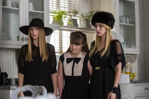 Emma Roberts Taissa Farmiga E Jamie Brewer In Head Della Terza Stagione Di American Horror Story 294951