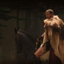Hercules: La leggenda ha inizio, Kellan Lutz in una scena d'azione a cavallo tratta dal film