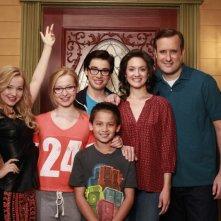 Live and Maddie: Dove Cameron e il resto del cast in un'immagine promozionale della prima stagione