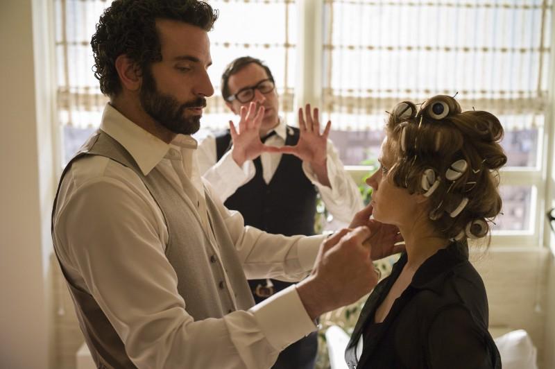 American Hustle Jennifer Lawrence E Bradley Cooper Sul Set Dietro Di Loro Il Regista 295014