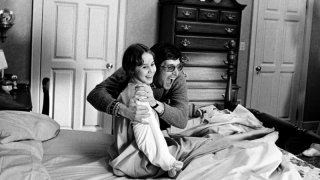 Linda Blair scherza con William Friedkin sul set de L'esorcista