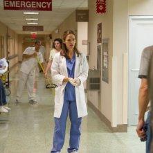 Dallas Buyers Club: Jennifer Garner in un scena del film nei panni della dottoressa Eve Saks
