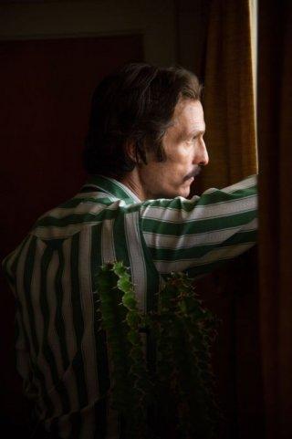 Dallas Buyers Club: Matthew McConaughey nei panni di Ron Woodroof in una scena del film