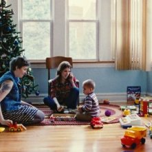 Happy Christmas: Anna Kendrick e Lena Dunham in una scena del film