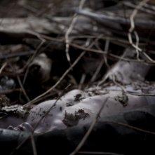 Jamie Marks Is Dead: l'immagine di un un cadavere abbandonato