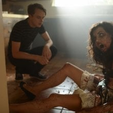 Life After Beth: Dane Dehaan e Aubrey Plaza in una scena del film