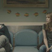 The Skeleton Twins: i gemelli Kristen Wiig e Bill Hader intenti a leggere