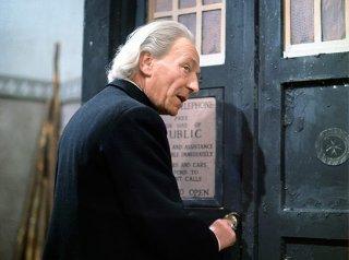 Doctor Who: il primo Dottore William Hartnell in una scena