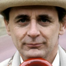 Doctor Who: un primo piano del settimo Dottore Sylvester McCoy