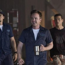 Need for Speed: Aaron Paul con Ramon Rodriguez e Rami Malek in una scena del film