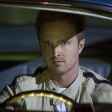 Need for Speed: un intenso primo piano di Aaron Paul dietro il volante