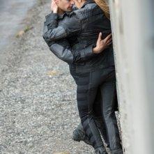 Divergent: l'abbraccio tra Shailene Woodley e Theo James