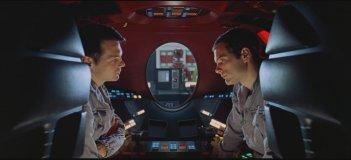 Gary Lockwood e Keir Dullea in una sequenza di 2001: Odissea nello spazio (1968)