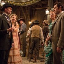 A Million Ways to Die in the West: Neil Patrick Harris e Amanda Seyfried fronteggiano Charlize Theron e Seth Macfarlane