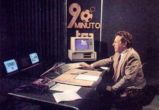 Paolo Valenti durante una vecchia trasmissione di 90esimo Minuto