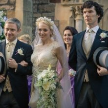 Sherlock: Martin Freeman, Amanda Abbingotn e Benedict Cumberbatch in un'immagine dell'episodio The Sign of Three