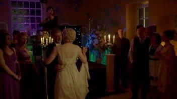 Sherlock: Martin Freeman, Amanda Abbingotn e Benedict Cumberbatch in una scena dell'episodio The Sign of Three