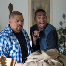 Ghost Movie 2: Marlon Wayans appare spaventato insieme a Gabriel Iglesias