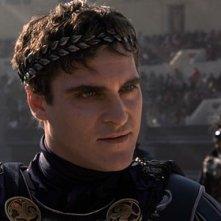 Joaquin Phoenix è lo psicotico imperatore Commodo ne Il gladiatore