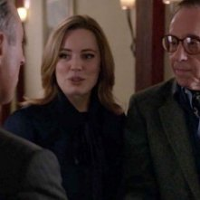 The Good Wife: Alan Cumming, Melissa George e Peter Bogdanovich in una scena dell'episodio Goliath and David