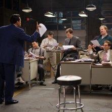The Wolf of Wall Street: Leonardo DiCaprio in una scena con Jonah Hill