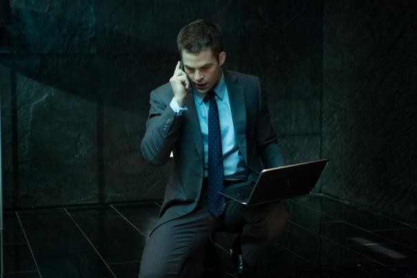 Jack Ryan L Iniziazione Chris Pine Con In Mano Il Laptop 296305