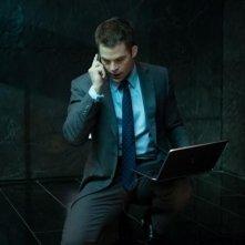 Jack Ryan - L'iniziazione: Chris Pine con in mano il laptop