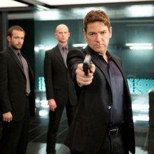 Jack Ryan - L'iniziazione: Kenneth Branagh con la pistola in pugno