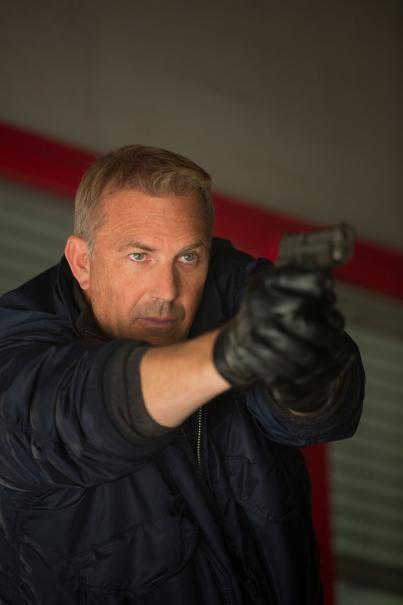 Jack Ryan L Iniziazione Un Primo Piano Di Kevin Costner Con La Pistola In Pugno 296295