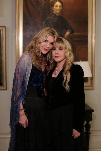 Lily Rabe e Stevie Nicks in una foto promo per American Horror Story, Coven