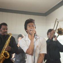 Get on up: Chadwick Boseman nel ruolo di James Brown in una scena del film