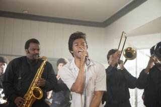 Get on up: Chadwick Boseman nel ruolo di James Brown in una scena del film